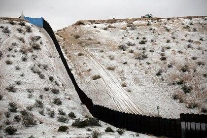 Imagen de archivo. Vista general de una sección del muro que separa México de Estados Unidos, desde Ciudad Juárez, México. 5 de febrero de 2020. REUTERS/Jose Luis Gonzalez