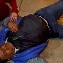 El hombre cayo al suelo al descubrirse su presunta infidelidad (Captura de pantalla)