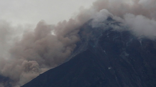Así estaba el Volcán de Fuego después de una erupción violenta, en San Juan Alotenango, Guatemala el 3 de junio de 2018 (Reuters)