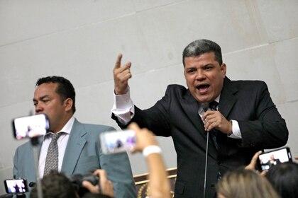 Luis Parra, un opositor acusado de corrupción que el chavismo impulsó contra Guaidó (REUTERS/Manaure Quintero/archivo)