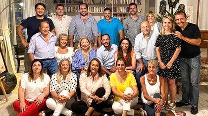 Elisa Carrió, en enero, junto a los principales dirigentes de la Coalición Cívica que la visitaron en su casa de Exaltación de la Cruz (Prensa CC)