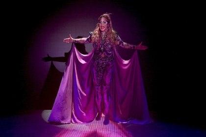 """Karina brillando en el escenario de """"Siddharta"""""""