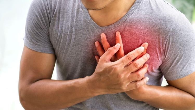 El infarto puede ser causa de una muerte súbita, ya que el paciente, durante el mismo, está expuesto a arritmias potencialmente letales (Shutterstock)
