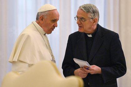 Lombardi junto al Papa Francisco, durante el primer año de su pontificado