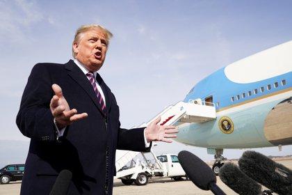 Donald Trump en la Base Andrews en Maryland (18 de febrero de 2020.  REUTERS/Kevin Lamarque)
