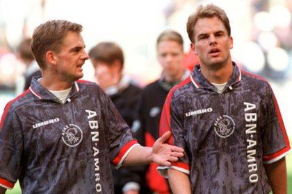 Los gemelos De Boer son ídolos en el Ajax por su trayectoria como jugadores (Foto: AFP)