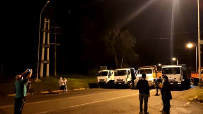 Camioneros bloquean una ruta por la imposibilidad de ingresar a un pueblo