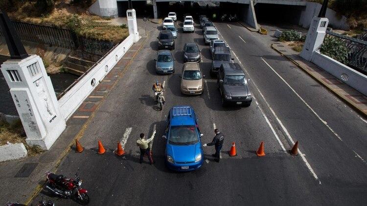 Control policial en Caracas (AFP)