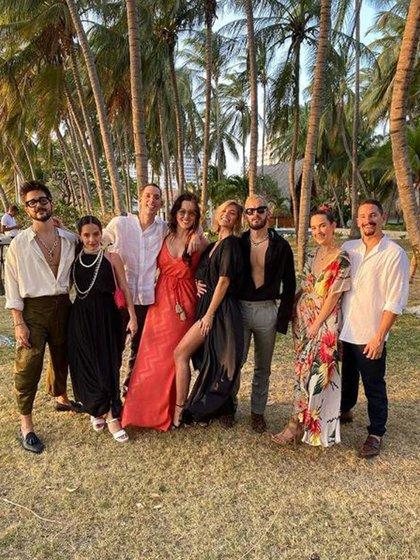 Evaluna Montaner junto a su marido, sus hermanos y sus respectivas parejas durante la cuarentena (Foto: Instagram)