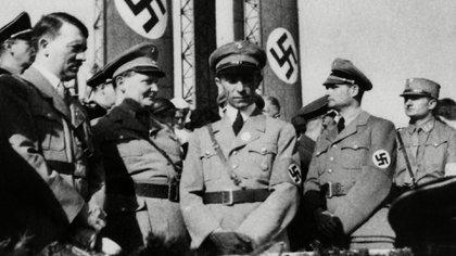 Algunos de los visitantes del yate de Hilter, que disfrutaron de su bar extravagante, fueron Herman Goering, Joseph Goebbels y Rudolf Hess. (Everett/Shutterstock)