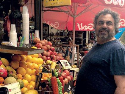 En Tel Aviv, Moldavsky participó de una maratón de stand up, y en Jerusalén recorrió el gran mercado Mahane Yehuda, donde compró muchas especias.