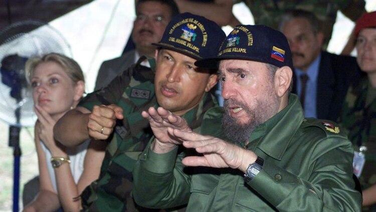 Hugo Chavez y Fidel Castro (AFP)