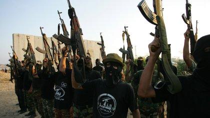 Miembros del Comité de Resistencia Popular, afiliado al grupo terrorista Hamas (Getty Images)