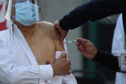 Brasil ultima la adquisición de 30 millones de agujas para administrar vacuna (EFE/Sáshenka Gutiérrez/Archivo)