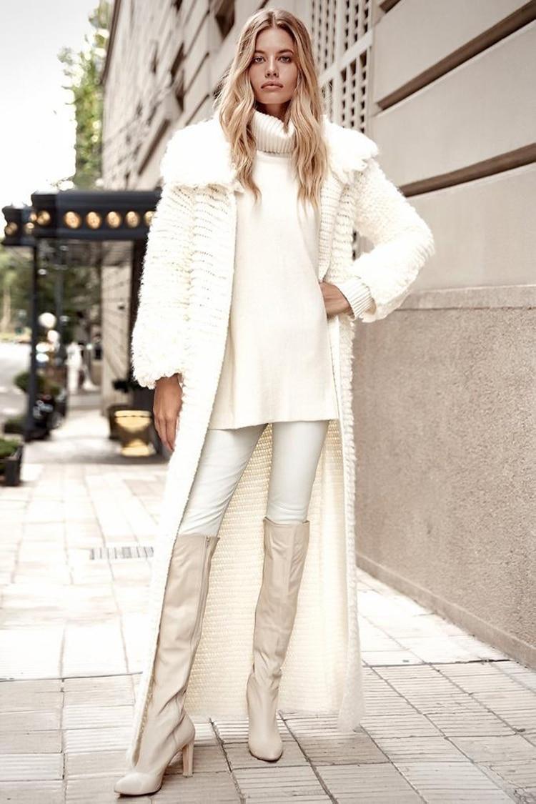 Tejido de angora y en color off white, una tonalidad que no falla en el invierno, el diseño tiene mangas abullonadas y cuello (Milana)