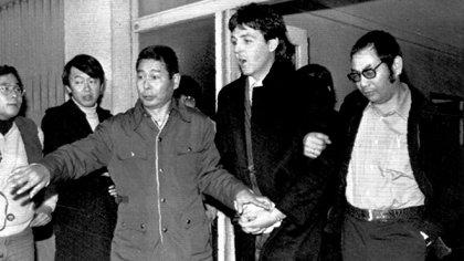 La Policía Japonesa detiene a Paul McCartney: enero de 1980 (Foto: AP)