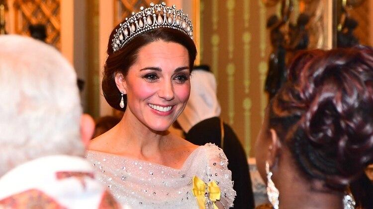 La duquesa de Cambridge luciendo de una tiaras de la reina Isabel II en un evento oficial