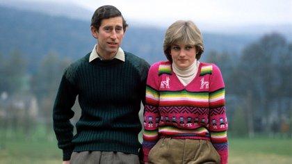 El príncipe Carlos y Diana Spencer en 1981, durante unas vacaciones en Escocia. Credit: Shutterstock