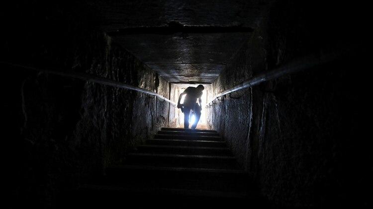 Los visitantes podrán descender casi 80 metros hacia el interior de la Pirámide (Reuters)