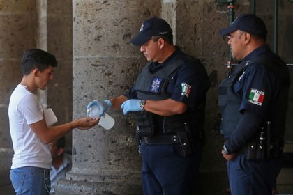 México superó los mil casos confirmados este lunes (Foto: Cuartoscuro)