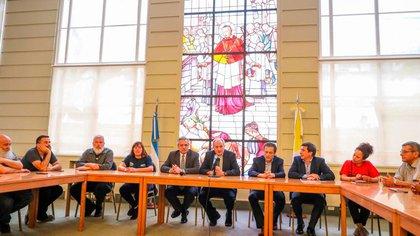 Alberto Fernández escuchó a referentes de los movimientos sociales con los que habló sobre hambre y empleo