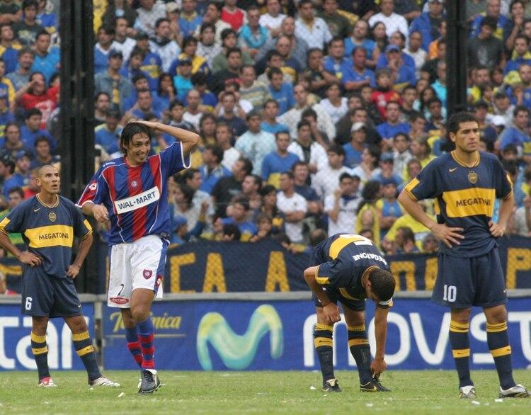 El Cuqui Silvera festeja el 3-0 de San Lorenzo a Boca en la Bombonera. El Ciclón de Ramón Díaz sería campeón del Clausura 07 sacándole seis puntos de ventaja al Xeneize de Russo (Fotobaires)