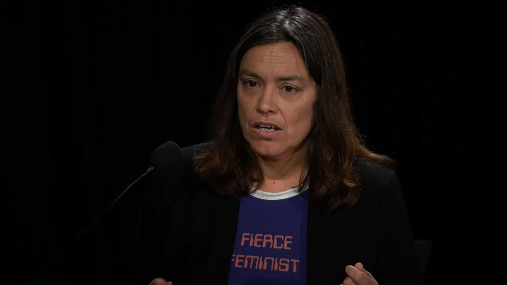"""Sara Ahmed: """"Ser una feminista aguafiestas no implica ser desdichada y estar triste, no es una condena"""""""