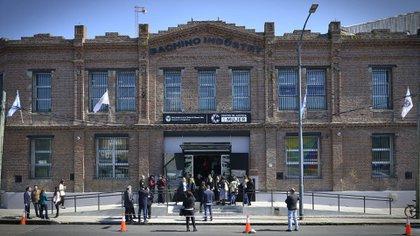 El edificio está ubicado en Pedro de Mendoza 2682 (Fotos: Gustavo Gavotti)