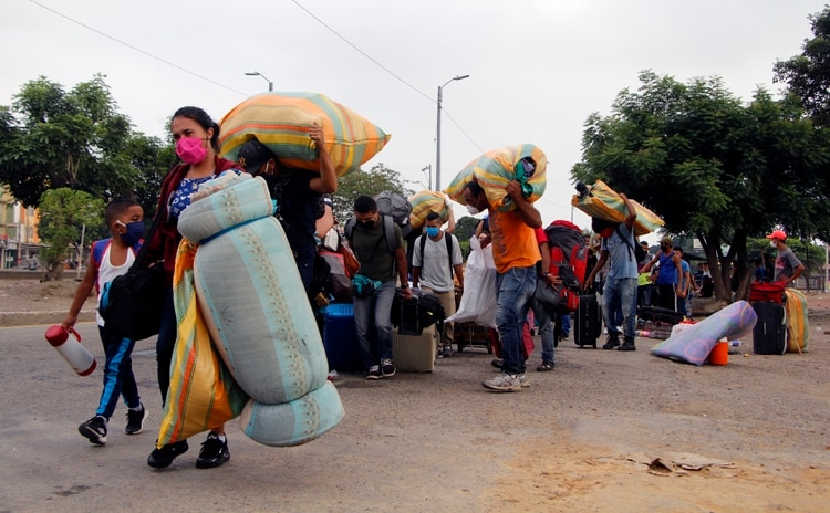 Más de cinco millones de venezolanos se fueron del país como consecuencia de la crisis humanitaria (EFE/Alex Pérez)