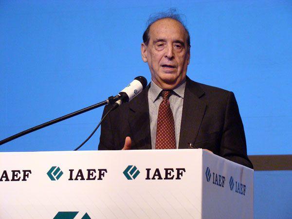"""En el Congreso Anual del IAEF, Ricardo Arriazu dijo que el BCRA puede evitar un salto del """"contado con liquidación"""" y seguir la suba muy gradual del dólar oficial como mínimo hasta las elecciones"""