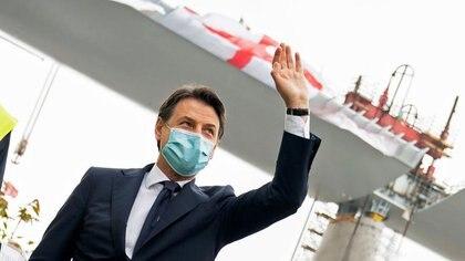 El primer ministro de Italia, Giuseppe Conte, con una mascarilla durante la inauguración del nuevo puente de Génova durante el brote de la enfermedad del nuevo coronavirus (COVID-19) en Italia, el 28 de abril de 2020 (Reuters)