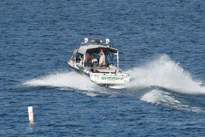 Un bote de búsqueda en el operativo de rescate del cuerpo de Naya Rivera REUTERS/Mario Anzuoni