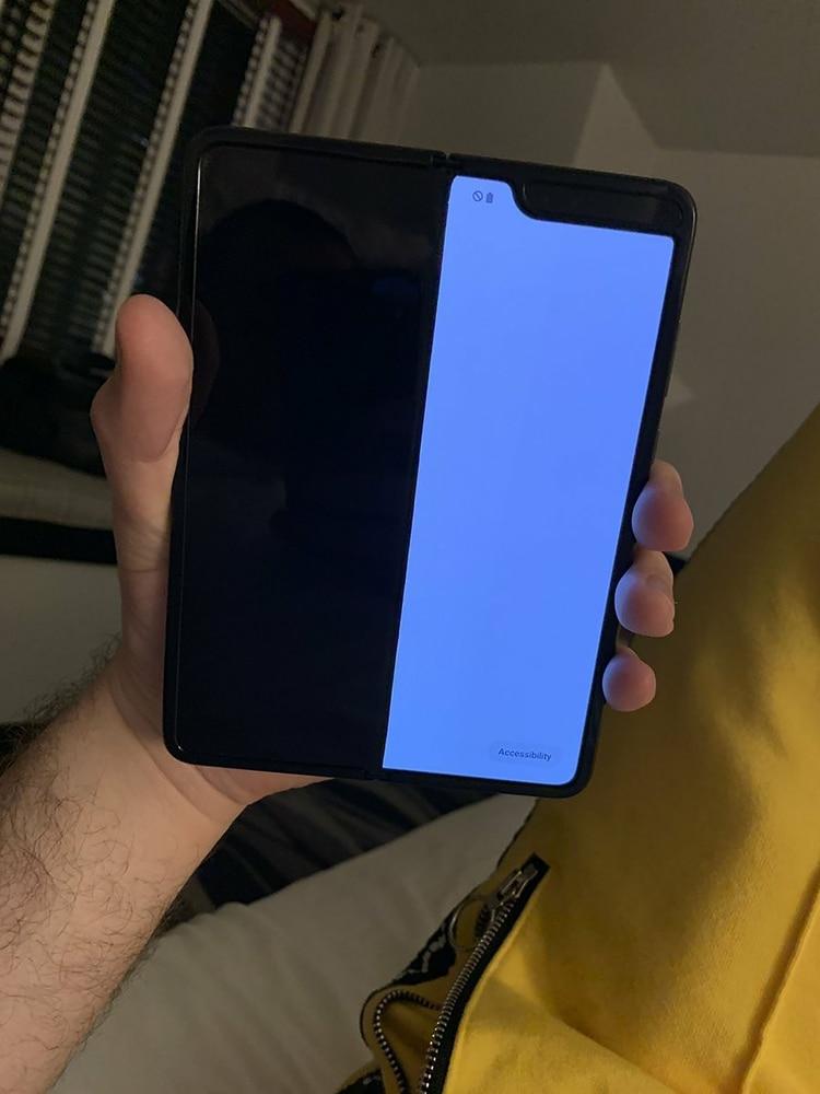 Algunos periodistas que recibieron el Samsung Galaxy Fold para probarlo, reportaron fallas en su funcionamiento (Mark Gurman).