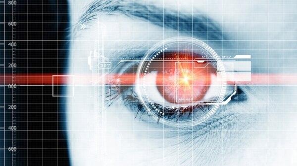 Los controles biométricos ya se están usando en algunosaeropuertos para reemplazar a la tarjeta de embarque (istock)