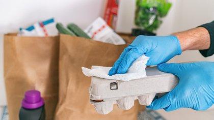 Los organismos estadounidenses comentan que no se vio evidencia epidemiológica de que los alimentos o sus envases sean una fuente de transmisión del coronavirus (Shutterstock)