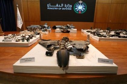 Restos de los drones y misiles que Arabia Saudita presentó como pruebas de la participación iraní en el ataque (Reuters)