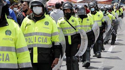 Policía Nacional niega que se estén retirando uniformados por el paro nacional