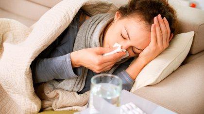 Contraer gripe no evita enfermarse de COVID-19, pero ayudaría a sobrellevarlo mejor