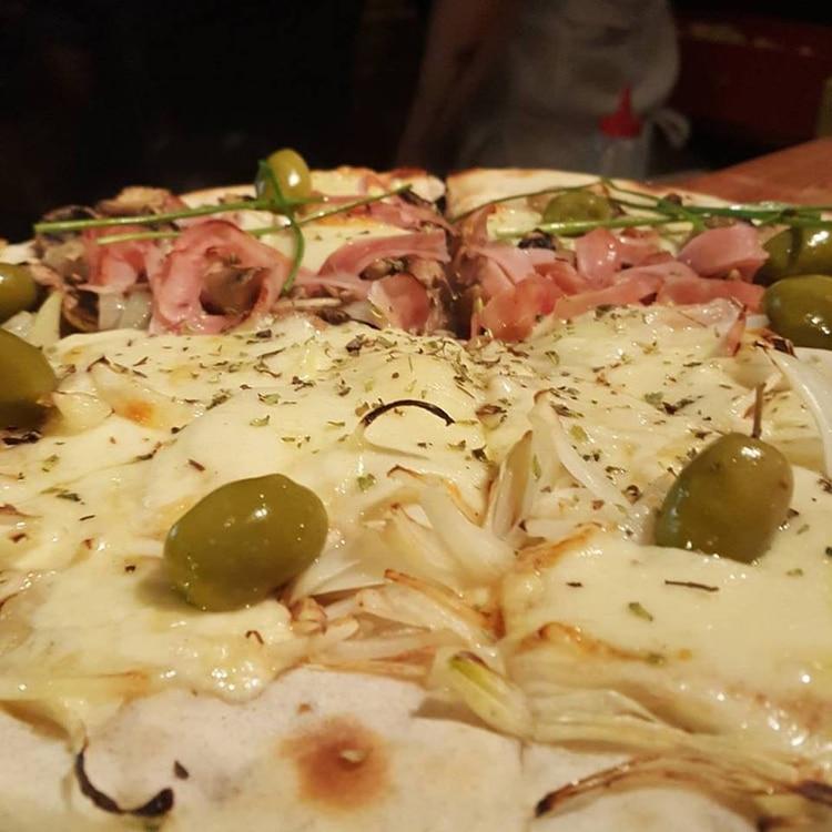 Pizzas para compartir en Banfield, de diferentes sabores