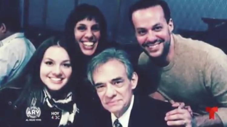 José José con sus hijos José Joel, Sarita y Marysol Sosa (Foto: Catura de pantalla de Telemundo)