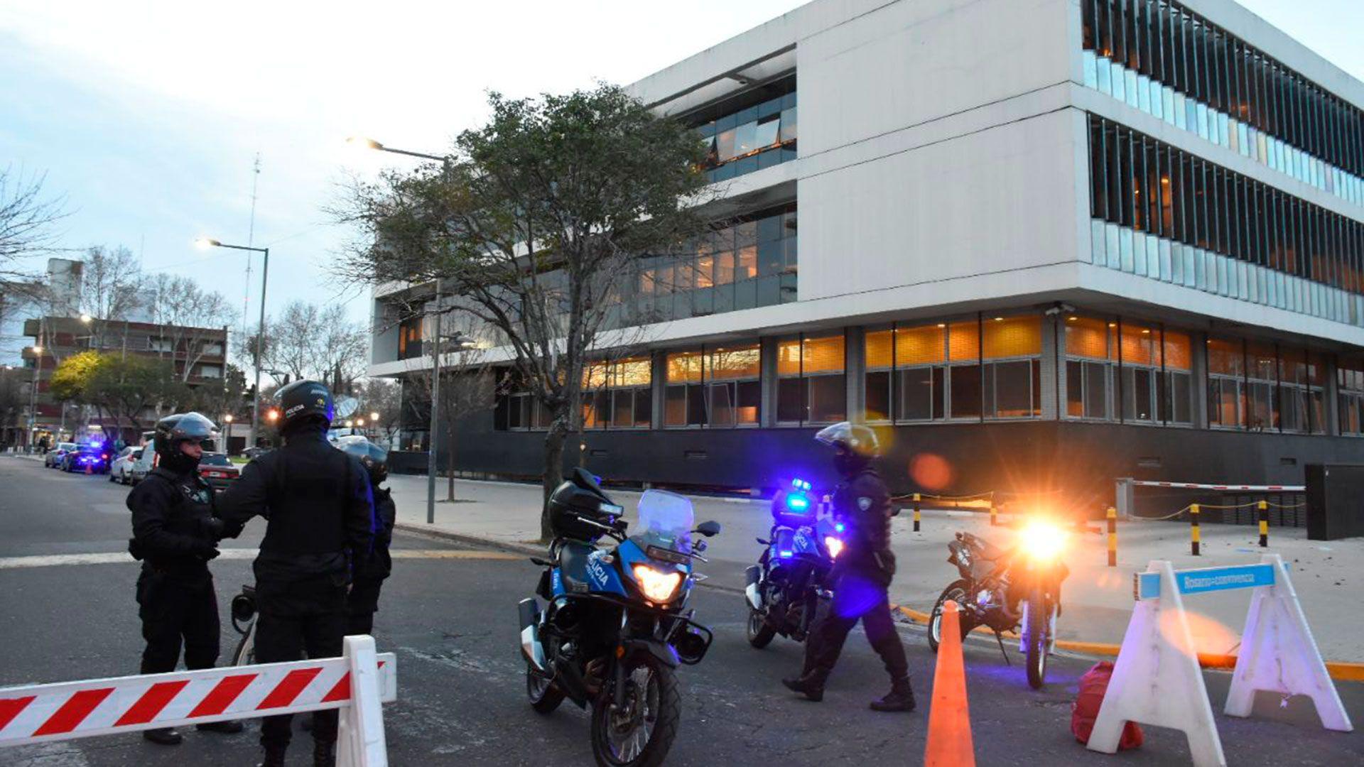 Comienzo de un nuevo juicio contra Los Monos, atacaron a balazos el Centro de Justicia Penal de Rosario