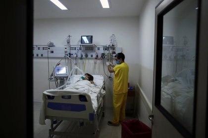 La próxima etapa será probar el tratamiento en pacientes con COVID-19 moderados o severos (Reuters)