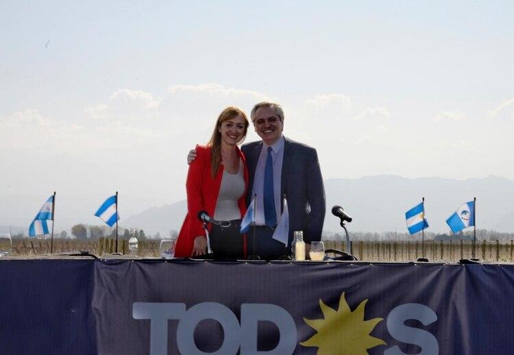 La senadora Fernández Sagasti junto a Alberto Fernández en uno de los últimos actos en Mendoza