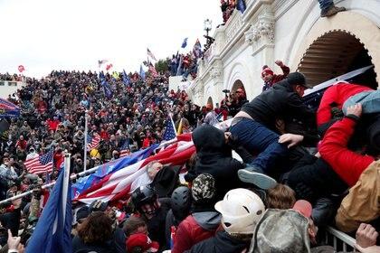 Foto de la irrupción de los seguidores de Trump en el Capitolio de EEUU (Reuters/ Shannon Stapleton)