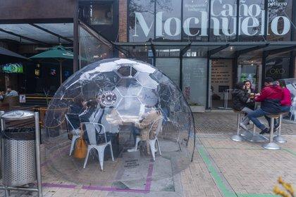 07/11/2020 Personas comiendo en un restaurante de Bogotá en plena pandemia del coronavirus. POLITICA  DANIEL GARZON HERAZO / ZUMA PRESS / CONTACTOPHOTO