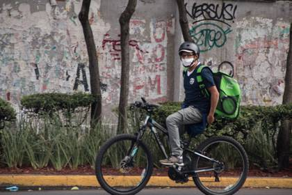Delivery men are not formally recognized as workers (Photo: Cuartoscuro)