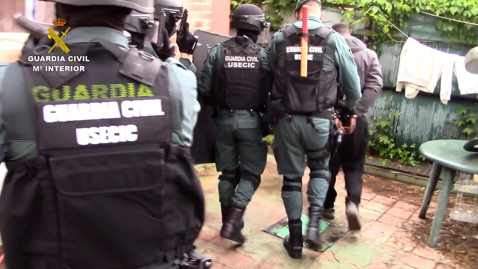10-06-2021 Operación 'RUVAN'. Efectivos del Equipo Territorial de Policía Judicial de la Guardia Civil de Almansa y de la Unidad Orgánica de Policía Judicial de la Benemérita albaceteña, dentro de la operación 'Ruvan', han detenido a tres personas, de 29, 43 y 44 años de edad, de nacionalidades ecuatoriana, gambiana e hindú, como presuntas autoras de los delitos de estafa, falsedad documental, blanqueo de capitales y pertenencia a grupo criminal. POLITICA ESPAÑA EUROPA CASTILLA-LA MANCHA GUARDIA CIVIL