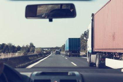 Conducir en autopista es un arte que no permite el mínimo error (Foto: Pixabay)