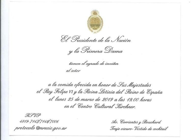 """En las invitaciones repartidas por la Casa de Gobierno se invita a """"la comida en honor a sus Majestades el Rey Felipe IV y la Reina Letizia del Reino de España el lunes 25 de marzo de 2019 a las 19:00 hs en el Centro Cultural Kirchner"""""""