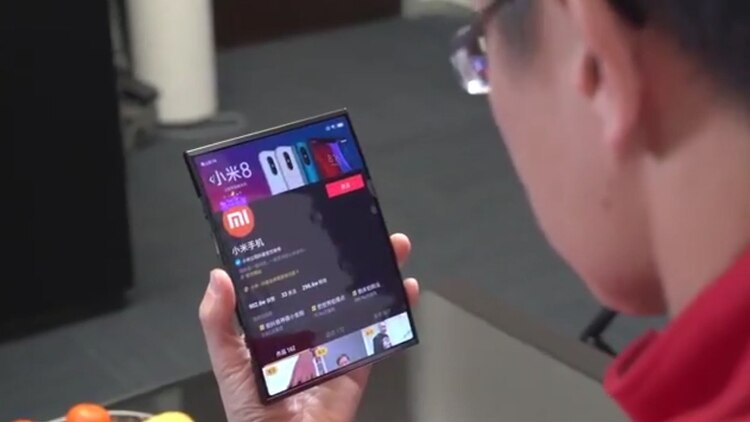 El nuevo móvil plegable de Xiaomi tiene tres paneles.